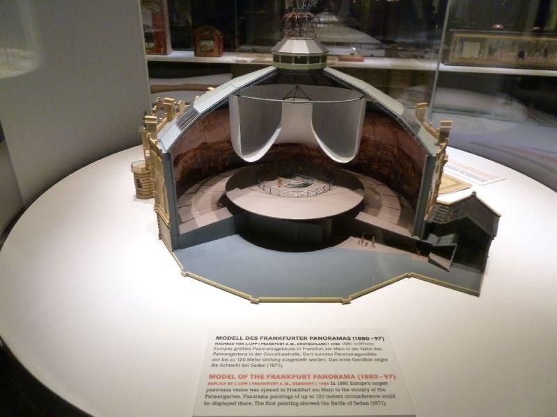 Exponat im Deutschen Filmmuseum: Modell einer Panoramahalle.