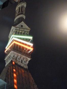 In der Nacht ist die Mole Antonelliana prächtig beleuchtet.