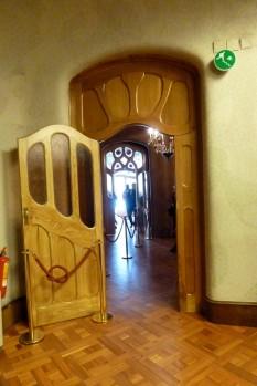 Die Türen haben verschiebbare Belüftungslamellen, um einen optimalen Luftstrom im Haus zu ermöglichen.