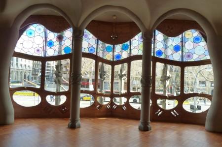 Fensterfront des großen Salons.