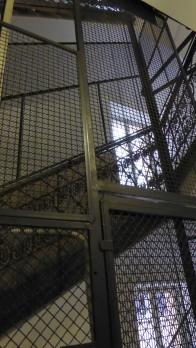 Antiker Fahrstuhl.
