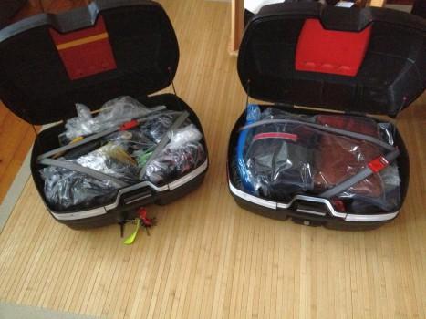 Eigentlich sollten die Koffer ja wasserdicht sein, aber irgendwie findet es bei starkem Regen immer seinen Weg - deshalb ist alles noch einmal in Tüten verpackt.