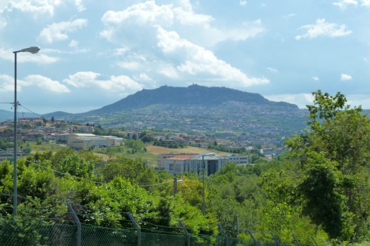 Der Monte Titano mit San Marino auf der Spitze.