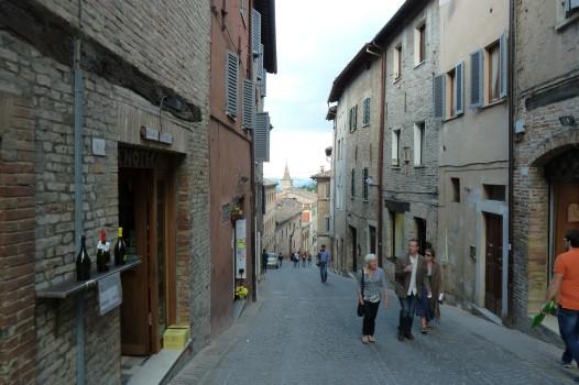 Stadt im Hang. Urbino ist anstrengend.
