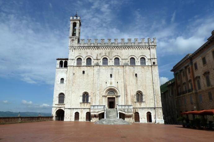 Der mächtige Palazzo dei Conseil, quasi das Rathaus der Region.