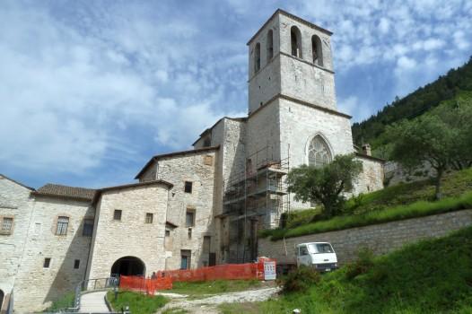 Die Kathedrale des Bistums ist mit absonderlichen Stützkonstruktionen direkt in den Hang gebaut. Was tut man nicht alles für eine gute Aussicht.