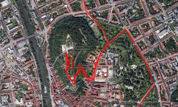 Weg den Schlossberg hoch.