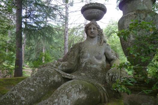 Riesenhaft: Fast fünf Meter ist diese Statue hoch.