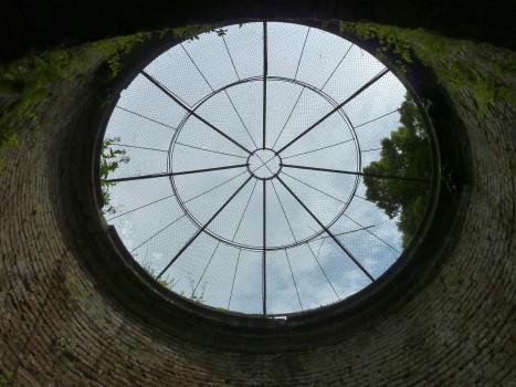 Kuppel des Brunnens.