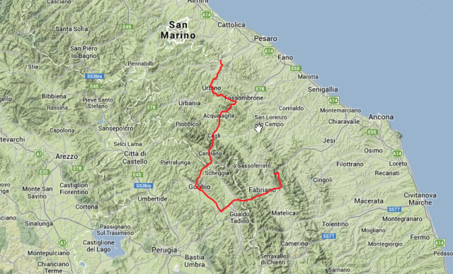 Von Rio da Salsa durch die Fossombrone-Schlucht, dann über Gubbio zur Frasassi-Höhle. Ca. 145 Kilometer.