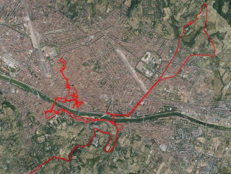 Bei über 30 Grad und mit Motorradklamotten durch Florenz laufen ist eine Herausforderung.