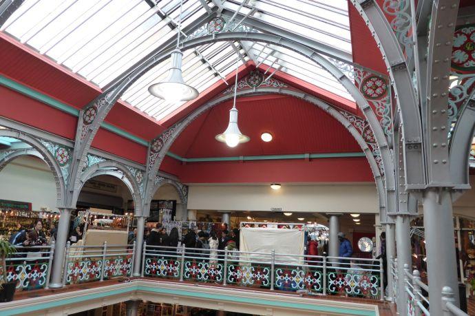 Teilweise irre schöne, geschmiedete Hallen aus viktorianischen Zeiten.
