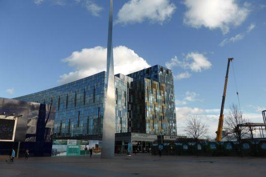 Verrückte Gebäude stehen in Northern Greenwich herum.