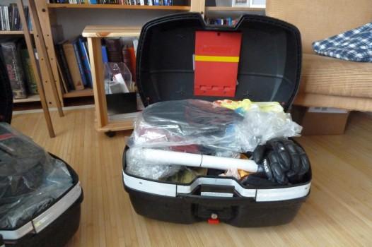 Auspacken: In zwei Koffern findet mehr Platz, als man zum Leben braucht.