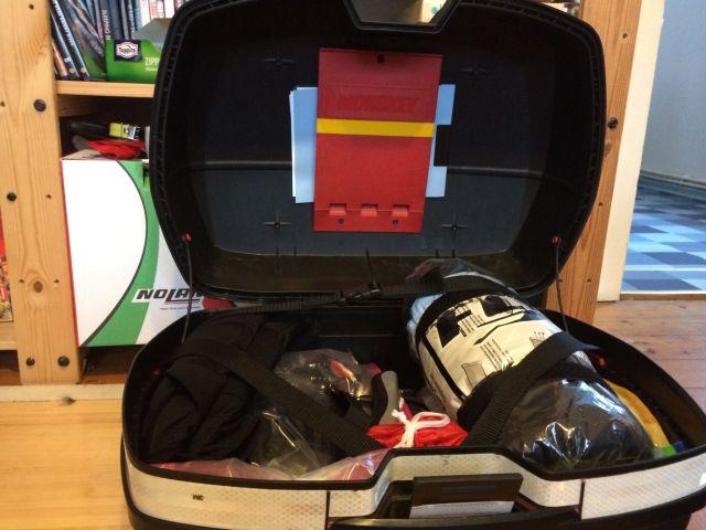 Jeder Koffer fasst 45 Liter und 10 Kilo Gepäck. Bei der Abfahrt sind sie etwas mehr als halb voll.