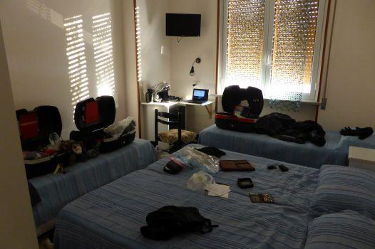 Ausgebreitet: Vierbettzimmer für mich allein.