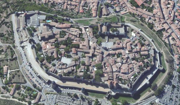 Die Cité von Carcassonne, die alte Festungsstadt. Oben links die Zitadelle, die  Burg innerhalb der Festung.