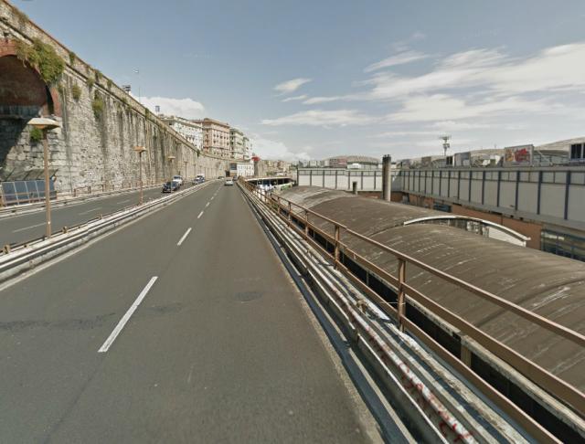 Die Hochstraße Sopraleva  Aldo Moro. vor dem Verkehrsinfarkt rettender Bypass und gleichzeitig Schandfleck der Stadt.