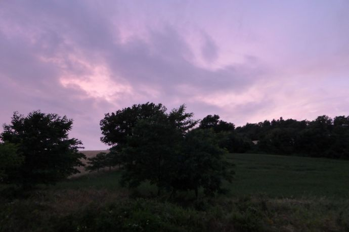 Blick aus dem Hotelfenster als es aufhört zu regnen: Der Himmel ist lila!