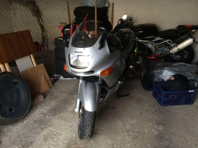 Die Kawasaki hat den Winter gut überstanden.