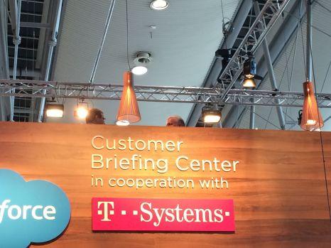 Das Customer-Briefing Center der Telekom: Hier wird Kunden gesagt, was sie denken und kaufen sollen.