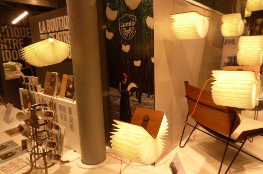 Schöne Lampen: Fliegende, leuchtende Bücher.