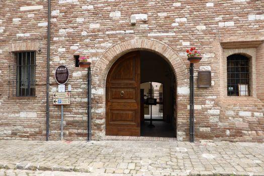 Vordereingang zum Museum.