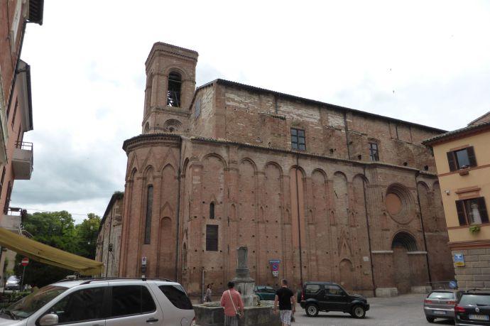 Das Papiermuseum von Hinten: Es liegt in einem alten Kloster, ein Teil sogar in einer Kirche.