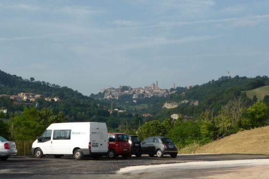 Urbino thront auf seinem Berg. Auch in diesem Jahr komme ich nicht dazu, Nerys Lieblingseisdiele zu besuchen.