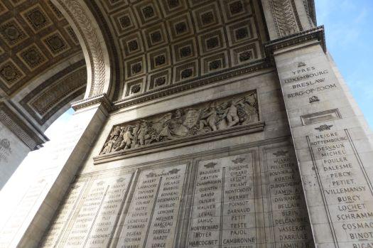 Inschriften: Namen von Kriegstoten.