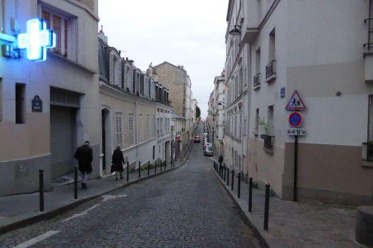 Kleine Straße auf Montmartre.