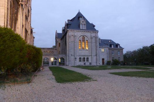 Konventshaus neben Sacre Coeur.