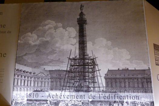 Schade, dieser Nachbau der Trajanssäule am Place Vendôme wird gerade renoviert.