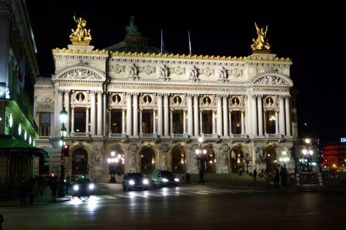 Die Oper bei Nacht.