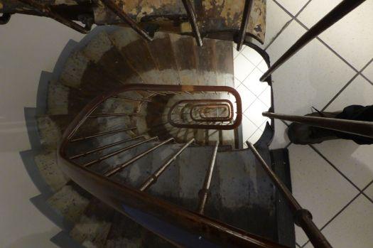 Ein letztes Mal das Treppenhaus des Hotels runterhoppeln.