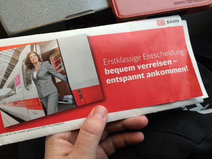 Von wegen entspannt reisen. Der Werbetext ist pure Ironie und das Gegenteil der Realität. Mit der Deutschen Bahn klappt das nicht. Die nimmt man nur, wen man Abenteuerurlaub will.