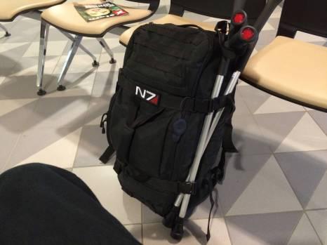 Tag der Anreise: Mein Gepäck. Mit Krücken. Ich weiß, wenn ich hier rauskomme, werde ich die sechs Wochen lang brauchen.
