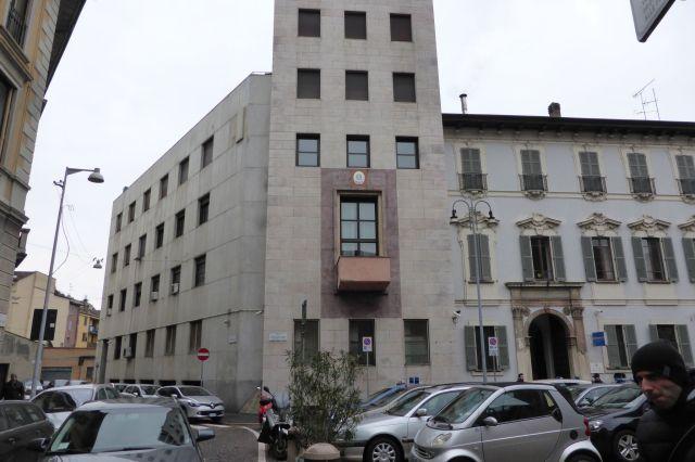 Der originale Balkon, von dem Mussolini seine Reden hielt. Früher war das Gebäude Quartier von Faschisten, heute ist es ein Polizeirevier.