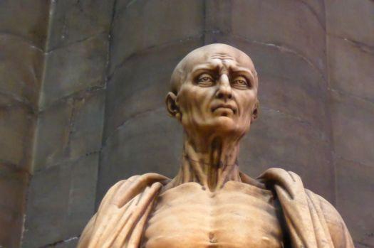 Statue des heiligen Hieronymus. Der siet so komisch aus, weil er gehäutet wurde.  Bäh.