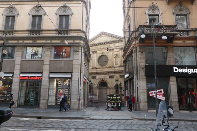Steht mangels Bauplatz versteckt in einem HInterhof: Santa Maria presso San Satiro.