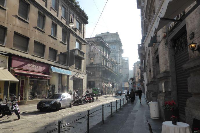 Mailand war früher Flußgebiet. Fünf Flüsse laufen heute unter der Stadt, feucht und dunstig ist es trotzdem.