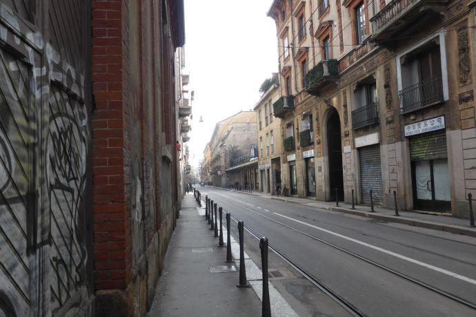 Leeres Mailand am Sonntag Morgen.