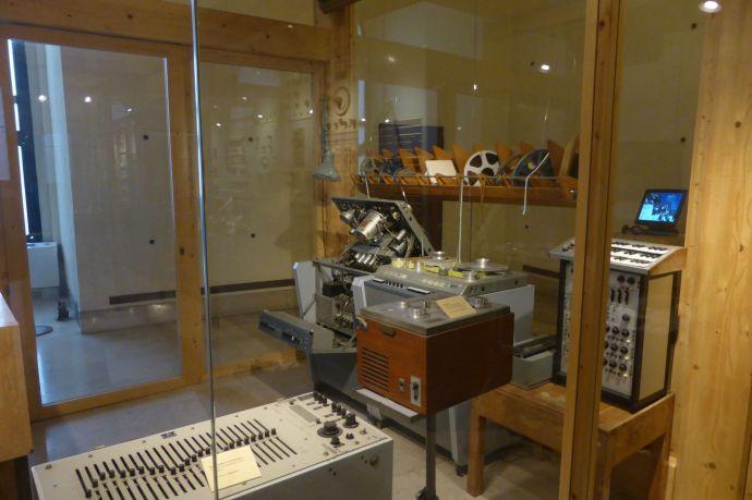 Sogar ein komplettes Radiostudio aus den 50ern gibt es im Museum.