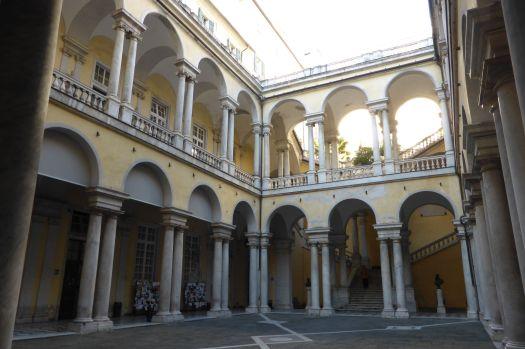 Innenhof der ehrwürdigen Universität zu Genua.