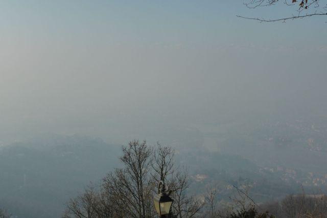 Nix zu sehen. Irgendow da unten ist Turin.