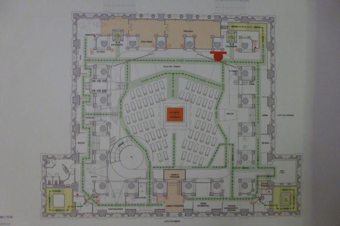 Skurriler Grundriss. In der Mitte eine Halle, die Ausstellungsräume ziehen sich in Kreisen an der Außenwand entlang.