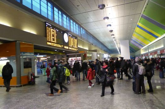 Im Inneren des Bahnhofs herrscht schon ganz gut Betrieb.