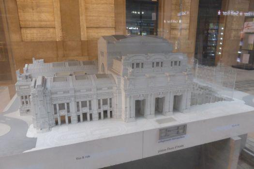 Modell des Bahnhofs von Mailand: Ein wuchtiger Bau im Stil des italienischen Arte Novicento, des Faschistenstils.