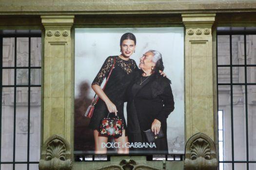Originell: Werbekampagne mit Models und ihren Omas. Hat zuletzt Helmut Newton mit Brigitte Nielsen gemacht, und das war 1986.