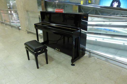 Auch in Mailand: Ein Klavier am Bahnhof.